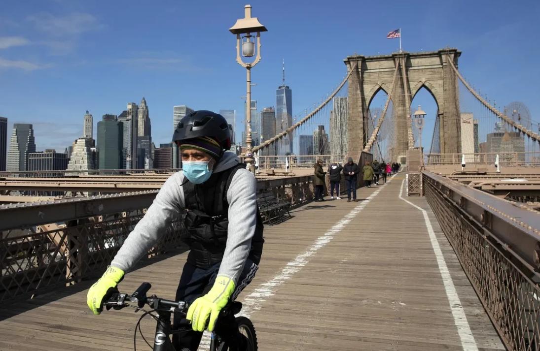Велосипедист против коронавируса